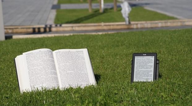 book vs e-reader.jpg